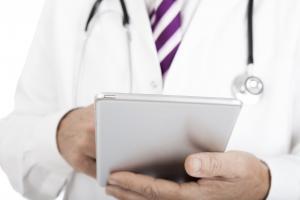 Foto Profissional de Saúde com tablet