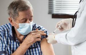 vacina contra covid em idoso